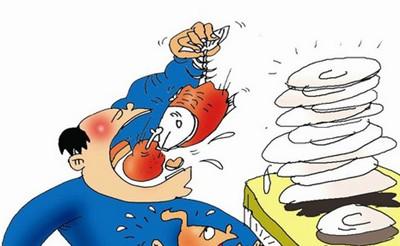 28岁胖男贪吃小龙虾 致重度胰腺炎险丢命